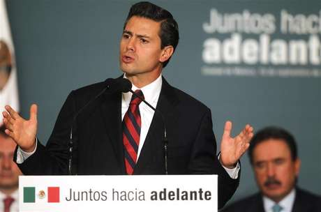 Mexico's President-elect Enrique Pena Nieto speaks during a meeting with legislators of the the Institutional Revolutionary Party (PRI) to present initiatives on anti-corruption laws in Mexico City September 10, 2012.