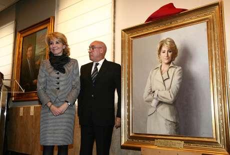 En 1996 fue elegida senadora por Madrid en las elecciones generales celebradas el 3 de marzo. Después, el Gobierno de José María Aznar la elegió para ocupar la cartera de Educación y Cultura, un cargo que ejerció hasta 1999, cuando se conviertió en la primera mujer presidenta del Senado hasta el 2002.