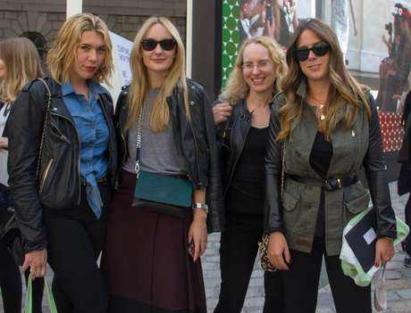 As quatro amigas apostaram na jaqueta de couro preta