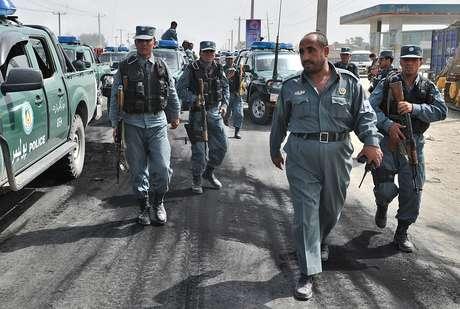 """Grupos de manifestantes en Afganistán e Indonesia quemaron banderas estadounidenses mientras gritaban """"Muerte a Estados Unidos"""" el lunes en renovadas protestas por un filme que se burla del profeta Mahoma y que generó una ola de sentimientos contra Occidente en el mundo árabe y musulmán."""