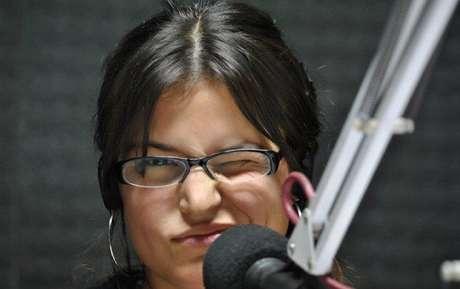 Cecilia Bona. Periodista, locutora y productora. Es productora periodística de Radio Mitre. Productora general y conductora del programa Código de barras en Frecuencia Zero FM 92.5 y directora de contenidos web del portal del mismo medio.