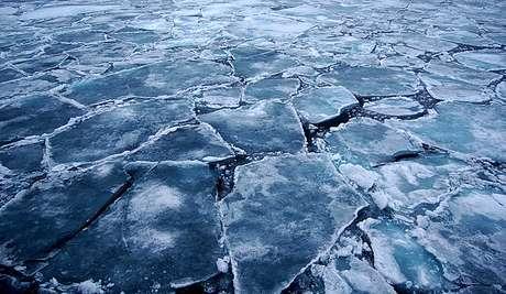 """Expertos en cambio climático han alertado en Nueva York de que gran parte del hielo marino que cubre el Ártico podría desaparecer en 2020 si la tendencia de deshielo sigue al ritmo actual, lo cual provocaría una situación """"de emergencia planetaria"""" de consecuencias """"irreparables""""."""