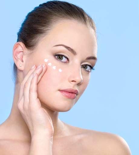 Conhecida por seu forte poder antioxidante, vitamina E neutraliza os radicais livres e ajuda a combater rugas e linhas finas de expressão