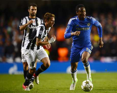 Chelsea's Nigerian midfielder John Mikel Obi (R) runs with the ball against Juventus during the UEFA Champions League Group E football match against at Stamford Bridge in London on September 19, 2012. The game ended 2-2.