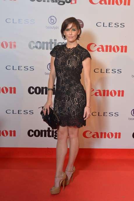 Deborah Secco escolheu vestido rendado com forro cor da pele, que confere aspecto de transparência. Nos pés, os sapatos nude deixam o visual mais leve