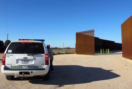 Los agentes fronterizos también arrestaron a cuatro traficantes.