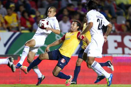 Morelia salvaged a draw 1-1 after Tigres went ahead on a Lucas Lobos goal, but Carlos Ochoa secured the equalizer.