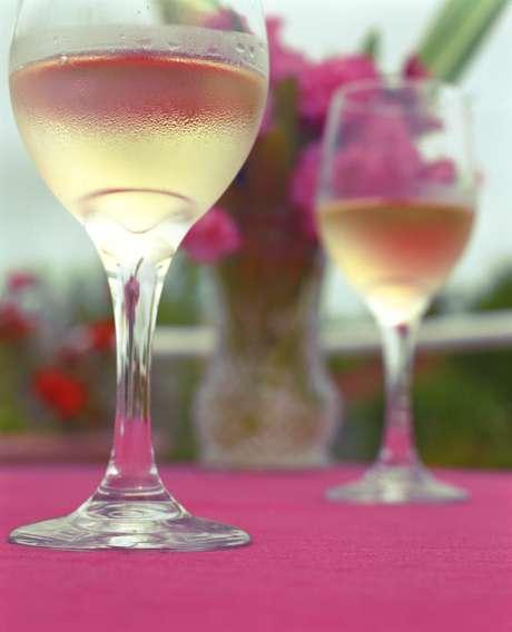Os diversos tipos de vinho podem ser harmonizados na primavera, basta saber selecionar o ideal para a ocasião