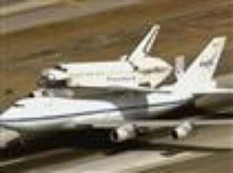 Space shuttle Endeavour landed safely at the Los Angeles International Airport Friday after a whirlwind aerial tour around California landmarks. (Sept. 21)