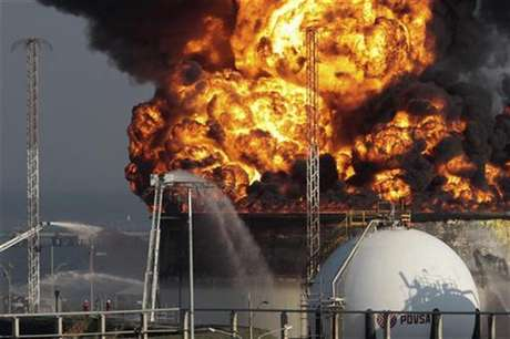 A view of the fire at El Palito refinery in Puerto Cabello in the state of Carabobo September 20, 2012.