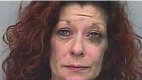 """1 - La mujer que se creía Jack Sparrow. Alison Whelan gritó """"yo soy Jack Sparrow"""" mientras robaba un ferry en el sur de Inglaterra. Whelan pasará 112 días en prisión después de personificar al protagonista de la cinta Piratas del Caribe."""