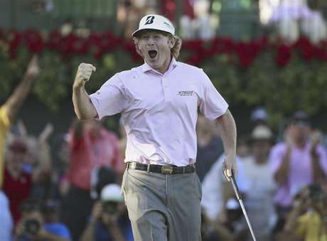Brandt Snedeker of the U.S., reacts after winning the Tour Championship and the FedEx Cup on the 18th green during the final round of the Tour Championship golf tournament at the East Lake Golf Club in Atlanta, Georgia, September 23, 2012.