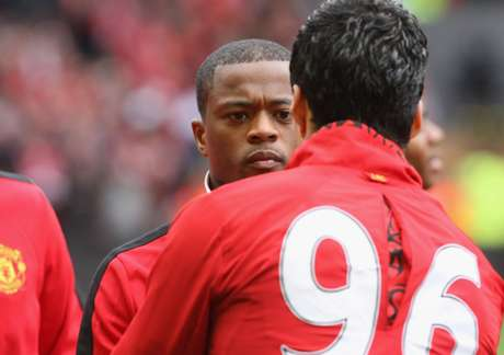 Luis Suárez and Patrice Evra finally shook hands.