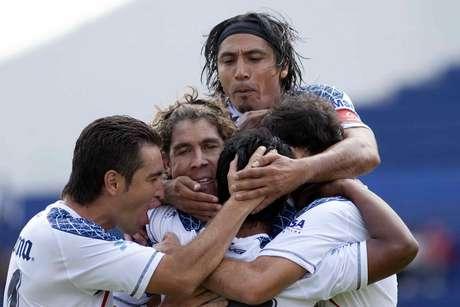 Gerardo Martín Gómez sorprendió a propios y extraños al anotar apenas al minuto 5, por lo que enseguida fue felicitado por sus compañeros.