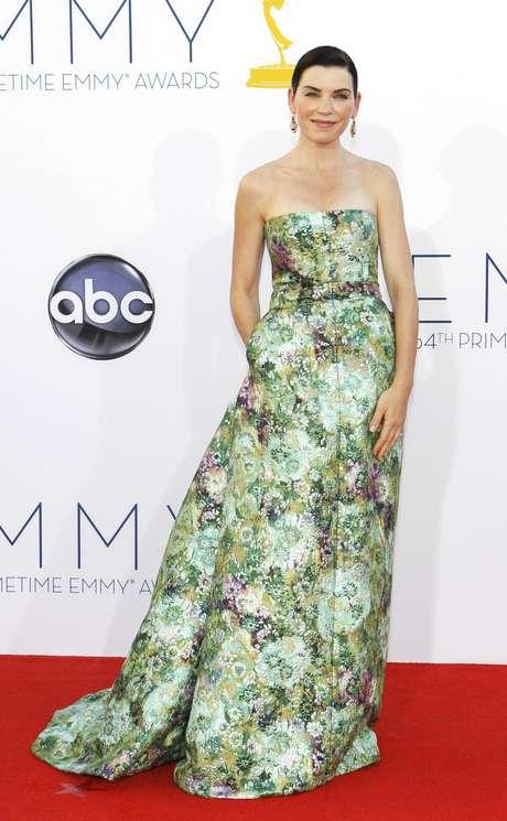 Julianna Margulies combinó las flores con su vestido que en su mayoría parecía un arreglo primaveral