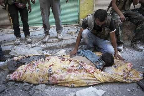 Más de 300 personas murieron durante la jornada de este miércoles, en Siria, en el día más sangriento desde el inicio de la revuelta contra el régimen de Bachar al Asad en marzo de 2011, destacaron los grupos de la oposición.