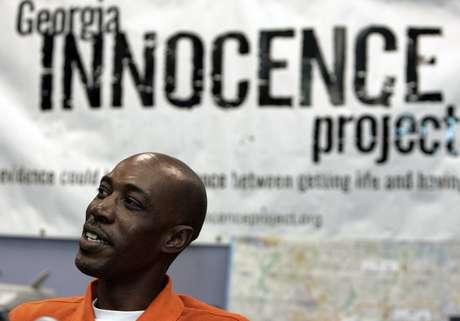 El Innocence Project es una organización sin fines de lucro que litiga en favor de reos que han sido condenados erróneamente y que están encarcelados por delitos o crímenes que no cometieron. ¿Cómo los asisten? Con pruebas de ADN, que comparan con ADN de las evidencias usadas en el juicio que terminó con la condena del reo. En la foto, se ve a Willie Williams, quién pasó 21 años en la cárcel antes de ser exonerado por una violación que no cometió, en Georgia.