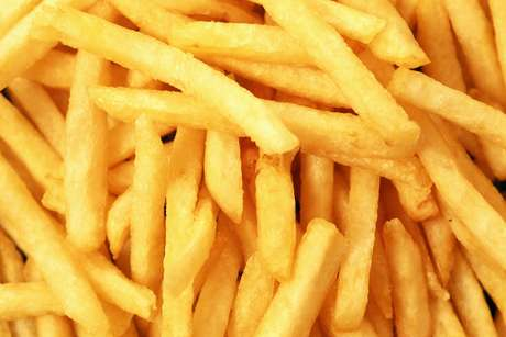 O processo de fábrica pode influenciar na quantidade de acrilamida do alimento, um provável cancerígeno humano