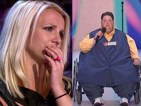 """Britney Spears quedó cautivada con la potencia vocal de Freddie Combs, un hombre con más de 500 libras de peso,  que se presentó en el  concurso musical """"The X Factor"""", para demostrar que puede convertirse en un gran cantante.  La """"Princesa del Pop"""", que también es jueza del show, expresó """"sorprendentemente increíble"""" y votó por él."""