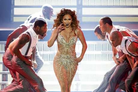 Los bailarines de la ex esposa de Marc Anthony quedaron atónitos con la belleza que desprende J. Lo en la tarima.