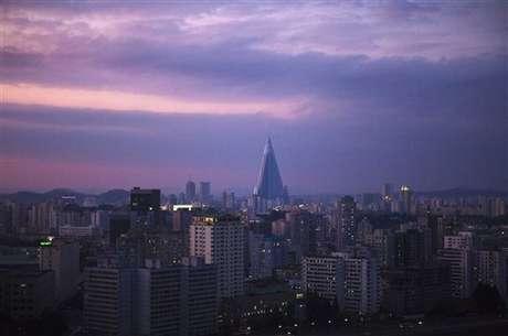 Por primera vez han salido a la luz imágenes del interior de un gigantesco hotel de estructura piramidal que está en construcción en el centro de Pyongyang desde hace 25 años.