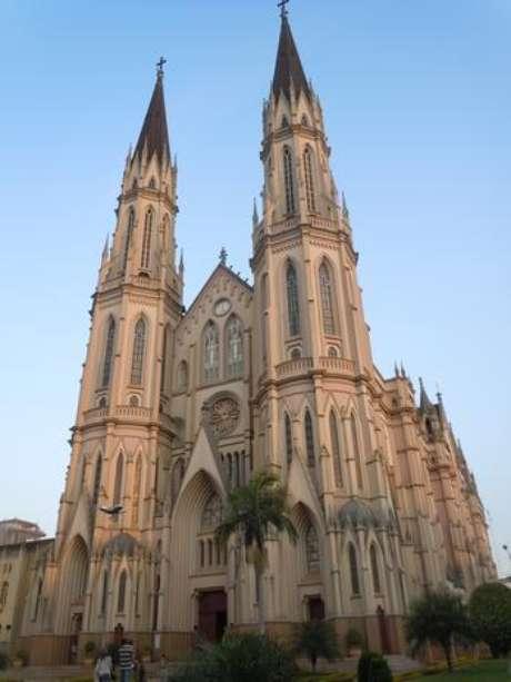 Catedral de São João Batista é a maior em estilo gótico da América do Sul, com 80 m de profundidade e 40 m de largura