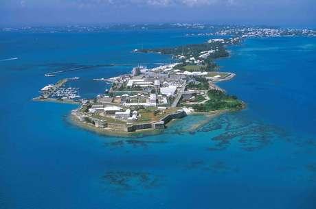 Bermudas: a cerca de 1000 km do litoral leste dos Estados Unidos, o arquipélago das Bermudas é um dos destinos prediletos dos turistas americanos para férias sob o sol. O arquipélago tem mais de 150 ilhas e ilhotas, e tem como principal cidade Hamilton, situada na ilha de Gran Bermuda