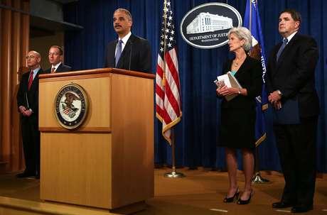 En Washington, el fiscal general Eric Holder insinuó que la investigación estaba en marcha a pesar de la demora para enviar agentes del FBI a Bengasi.