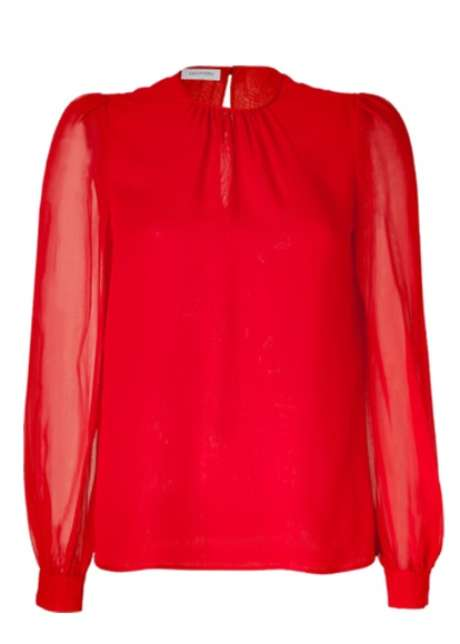 En el armario de cualquier mujer deberíamos encontrar estás blusas, que se convierten en básicas e imprescindibles para cambiar de look todos los días.