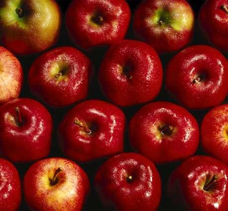 Uma pesquisa mostra que comer a fruta diariamente pode melhorar as condições cardíacas em apenas um mês
