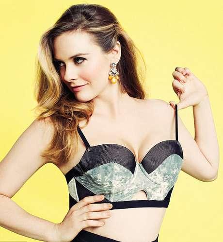Aos 36 anos, Alicia Silverstone mostrou em ensaio sensual que continua com o corpo espetacular e a mesma sensualidade que a deixou famosa na década de 90