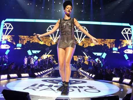 La revista Billboard seleccionó a los artistas musicales más importantes de las dos últimas décadas, un conteo en el que la cantante Rihanna se impuso en la primera posición gracias a los número uno, más veces en el prestigioso listado y más canciones colocadas entre las diez primeras.
