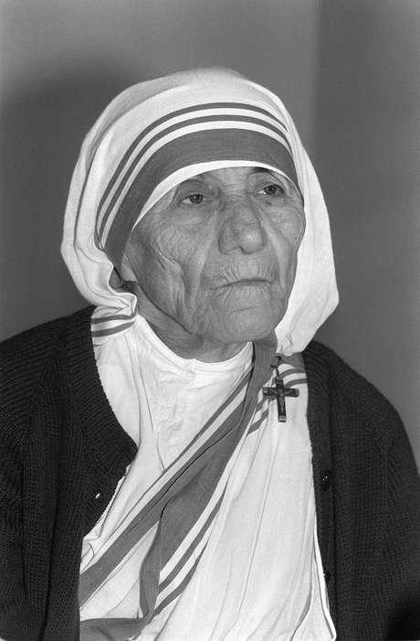 """1979: Madre Teresa, India, Madre Teresa, """"por su trabajo para combatir la pobreza"""", además de atender las necesidades de los enfermos, huérfanos y moribundos."""