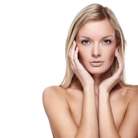 Vitamina E encontrada em alimentos, cosméticos e tratamentos estéticos deixa a pele firme, devolvendo a beleza e luminosidade das cútis sensíveis e irritadas