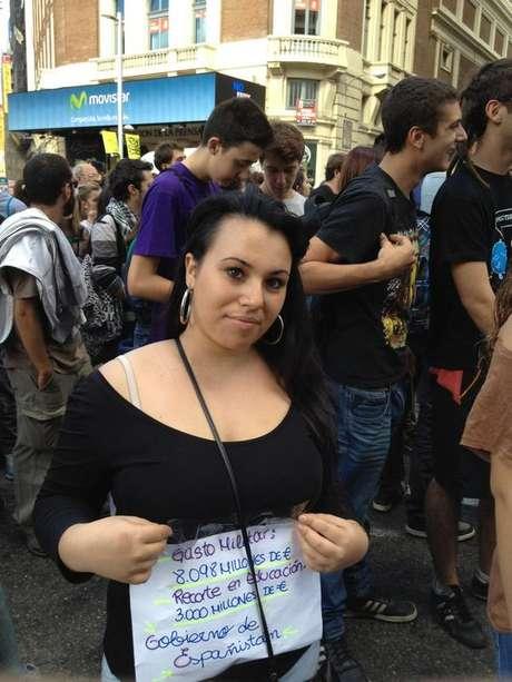 Una joven en una manifestación estudiantil