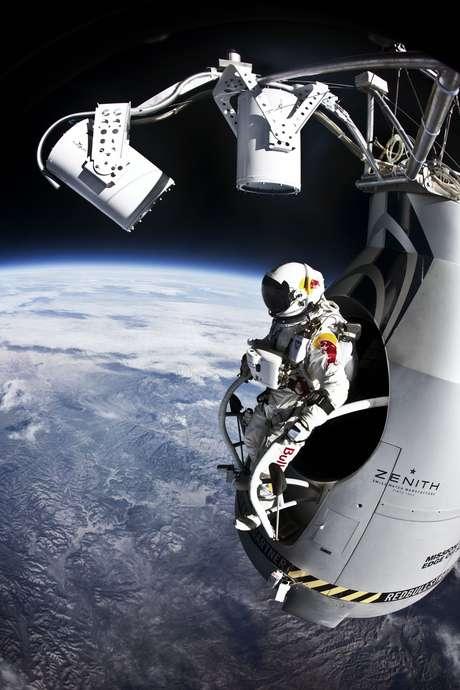 El deportista extremo de Austria es el primer ser humano en romper la velocidad del sonido en caída libre.