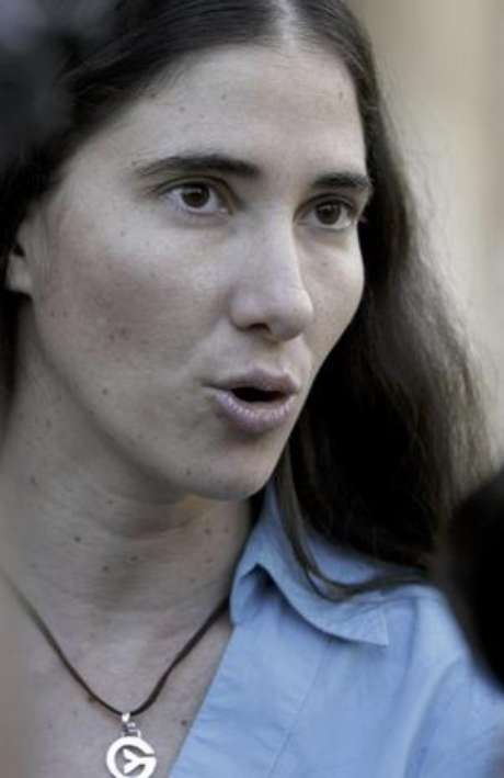 """Yoani Sánchez asegura que es improbable que alguien sepa efectivamente qué sucede con el mayor de los hermanos Castro: """"El que diga que tiene una fuente cercana, y que lo sabe de una fuente directa, le puedo asegurar que es falso, porque nadie está tan cerca para saber de Fidel, sentencia."""