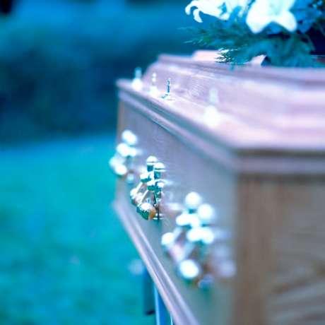 Comprar un servicio funerario por anticipado brinda un importante beneficio económico porque evita que los familiares realicen un desembolso fuerte e inesperado.