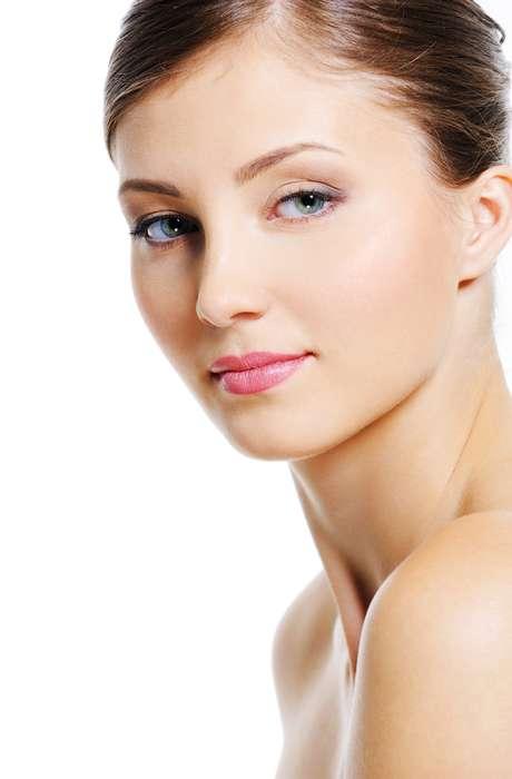 Tratamentos estéticos à base de vitamina E são ideais para ajudar no rejuvenescimento da pele, renovando o aspecto da cútis e devolvendo sua hidratação