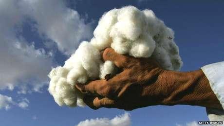 La cosecha de algodón en Uzbekistán: hecha a mano y por médicos y enfermeros. Todo sea por los niños.
