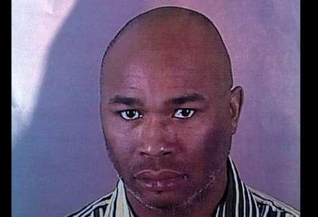 La policía identificó al sospechoso como Radcliffe Haughton, de 45 años.