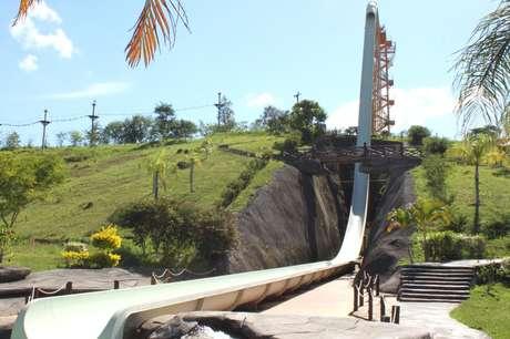 Chamado de Kilimanjaro, toboágua tem 49,9 metros de altura e fica no Rio de Janeiro