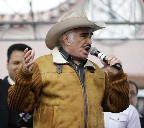 Nuera de Vicente Fernández cree que el artista no tiene cáncer.
