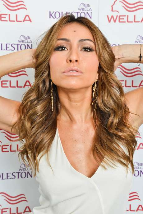 2c18f4ac55d4b A apresentadora Sabrina Sato, que exibia um loiro platinado, mudou o visual  de novo