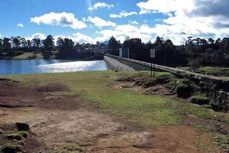La Conagua alista el recorte del agua proveniente del Cutzamala de noviembre y hasta mayo de 2013, ya que por la falta de lluvias el nivel de las siete presas alcanzó un 71.84 por ciento de almacenamiento, que sólo alcanzará para enfrentar la próxima temporada de estiaje.