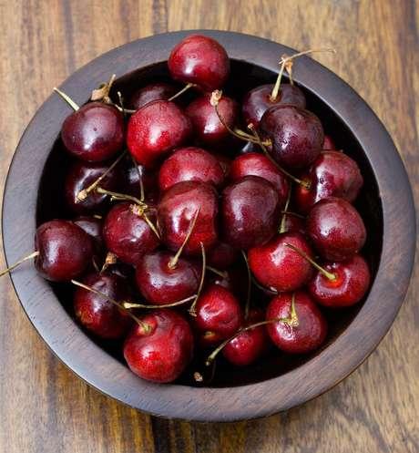 Fonte rica em antioxidantes e antocianina, a cereja ajuda a combater doenças comuns na meia idade