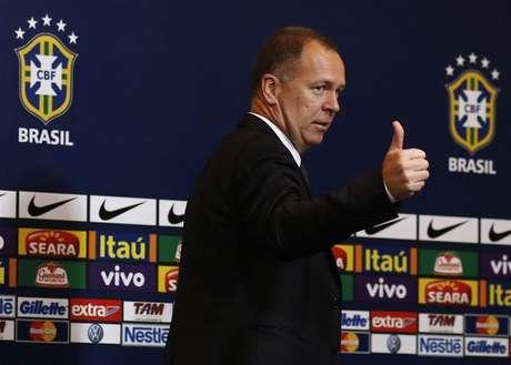 Técnico Mano Menezes convocou nove jogadores de times brasileiros para amistoso contra Colômbia. 27/09/2012