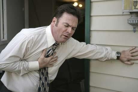 Sintomas partem de dores musculares a fraqueza e danos nos rins