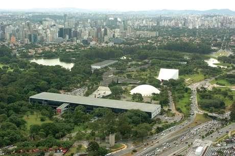 O Parque do Ibirapuera é o maior da cidade. Além da área verde, abriga importantes instituições culturais, como o Museu de Arte Moderna (MAM), o Museu Afro Brasil e a Bienal de São Paulo