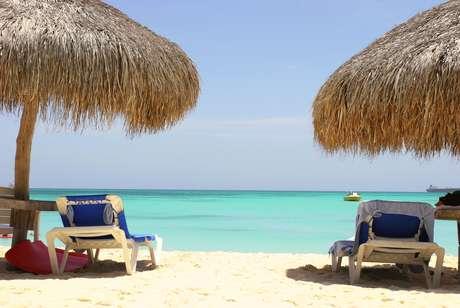 Em Aruba, a pequena Arashi Beach possui águas calmas e areia clarinha. Com aproximadamente 1 km, é perfeita para a prática de snorkeling